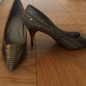 Kenneth Cole snake print  Heels